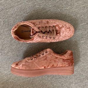 Crushed velvet running shoes size 41